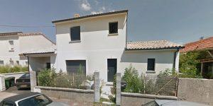 Maison 137 m²: salon, séjour, cuisine, 4 chambres, dressing, salles d'eau, salle de bain, bureau, cellier, garage.