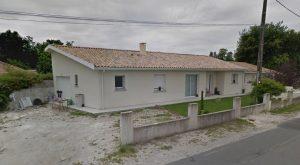 Maison 115 m²: salon/séjour/cuisine, 2 chambres, salle d'eau, cellier.