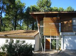 Maison 287 m²: réception, cuisine, 5 chambres, dressing, bureau, salles de bains, salles d'eau, buanderie.